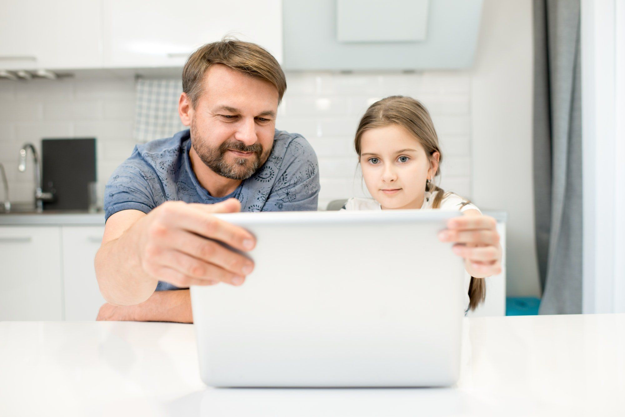 Experte: So schützen Eltern ihre Kinder im Netz